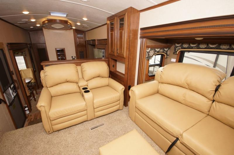 Motorhomes - 2016 Jayco Pinnacle 38FLSA Camper Fifth Wheel