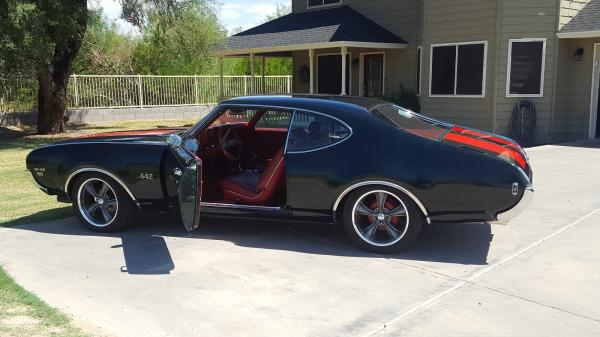 1969 Oldsmobile 442 W-32 Holiday Coupe
