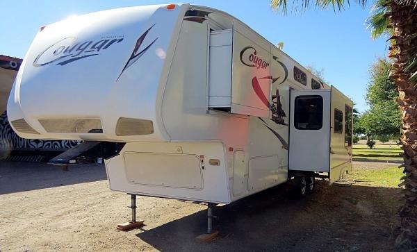 2010 Keystone RV Cougar fifth wheel camper trailer 2 bedroom 2 bath