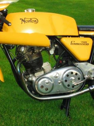 1973 Norton Commando Racebike Replica