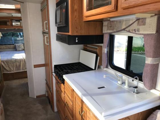 2000 Airstream Land Yacht 30ft. Class A