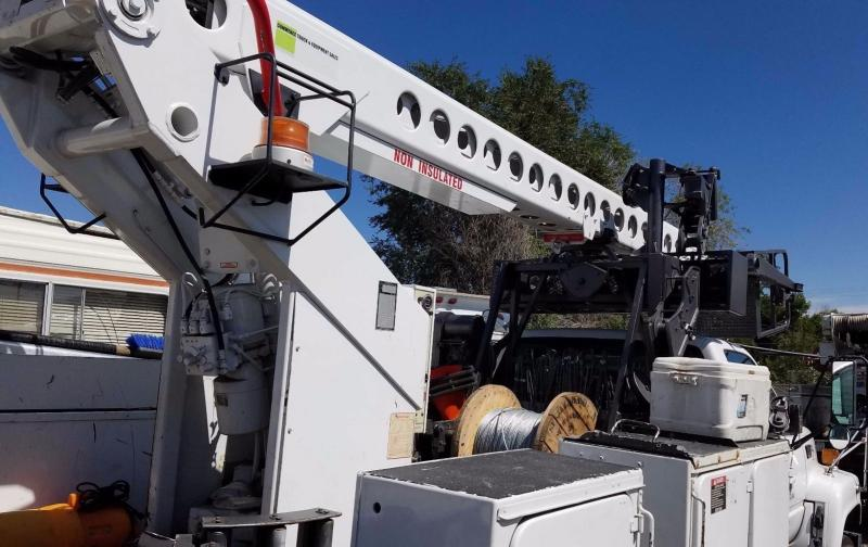 Trucks and Vans - 2002 GMC C7500 Telsta T40C Cable Placer