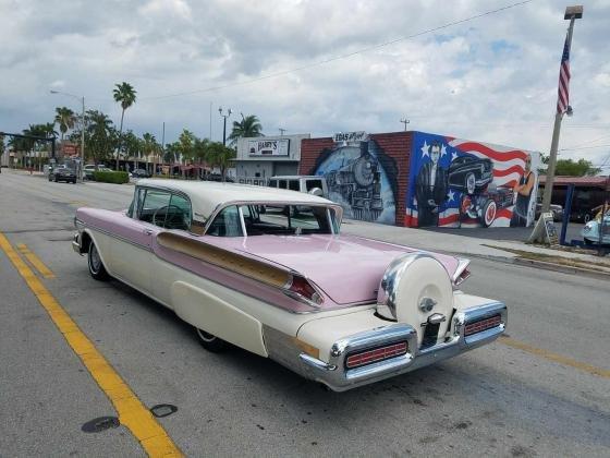 1957 Mercury Turnpike Cruiser V8