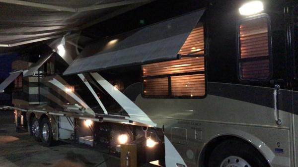 2006 Country Coach Magna 630 Rembrandt TRIPLE SLIDE