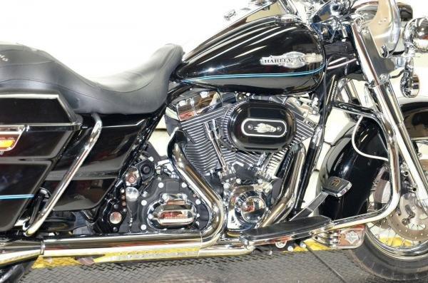 2010 Harley-Davidson Road King FLHR