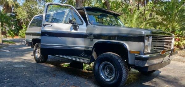 1988 Chevrolet Suburban R10 Lifted 4X4 V8