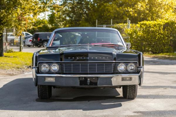 Cars - 1967 Lincoln Continental 2 DR Convertible CD Player